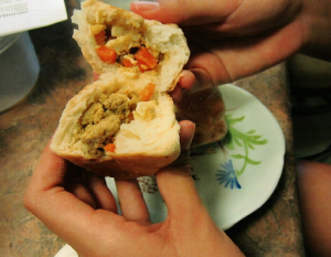 piroshky-filling-in-bun-1024x796