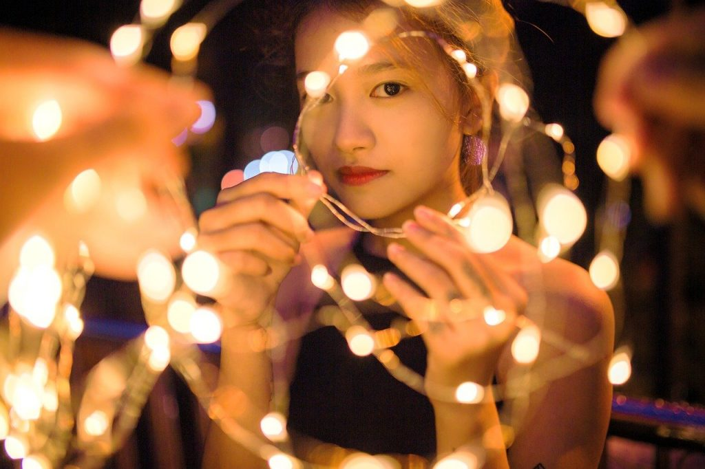 woman, beauty, glamour-2739669.jpg